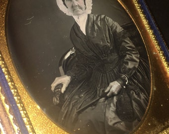 1/4 Daguerreotype OLD WOMAN in Bonnet Holding Fan and Purse ~ Very Sharp & Clear