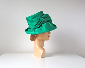 SALE vintage 1960s hat / Emerald City / 60s hat