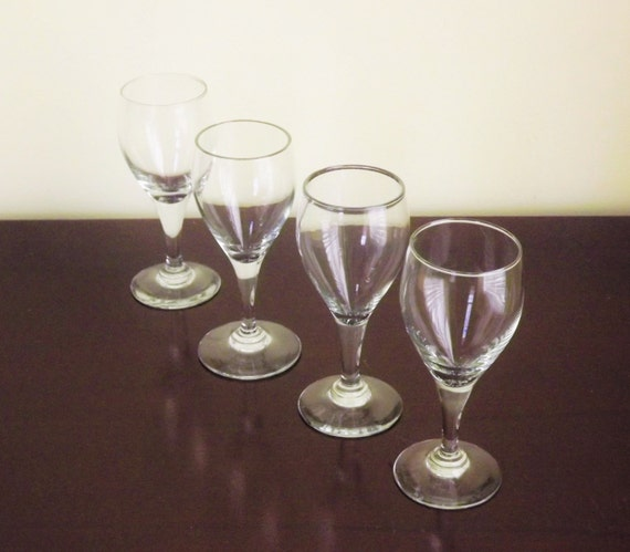 Small wine glasses clear cordial glasses wine tasting for Thin stem wine glasses