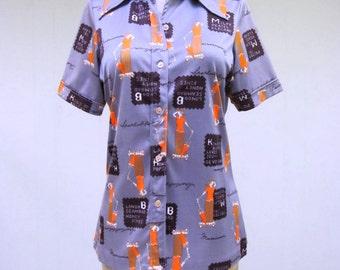 Vintage 1970s Blouse / 70s Short Sleeve Novelty Print Blouse / Small