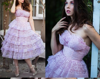 Vintage 50's Prom Dress SHELF Bust STRAPLESS Lavender PRINCESS Tiered Lace Cocktail Dress  // Prom dresses by TatiTati Style on Etsy