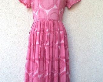 1950s Novelty Print DRESS. Circle Print Dress. Full Skirt. 1950s Day Dress. Atomic Print Dress. Rockabilly Dress. 1950s Pink Dress. Medium