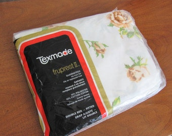 Vintage 70's Cottage Chic Texmade Floral Double Fitted Sheet - NOS - Bedding - Linens - Cottage - Bedroom - Dominion Textile