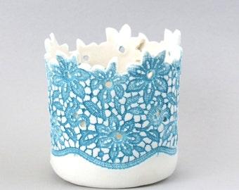 Tea light holder in porcelain