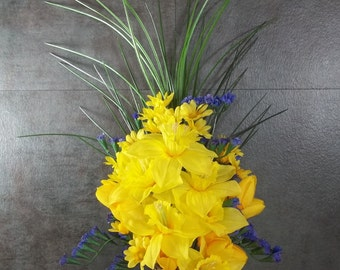 Memorial Flowers for Cemetery Decoration Yellow Daffodils Yellow Daisies Purple Statice Handmade Memorial Day Grave Marker Decoration