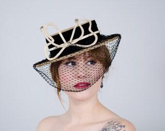 1940s vintage hat / boater tilt hat / Victoria