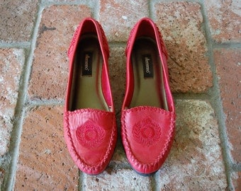 Vintage Womens 7 Ellemenno Slip on Loafers Woven Braided Moc Toe Red Leather Flats Round Toe Summer Beach Boho Hippie Hipster Preppy Loafer