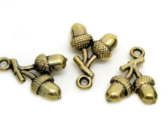 Charms : 10 Antique Gold Acorn Charms | Acorn Pendants -- Lead & Nickel Free Jewelry Findings J3E