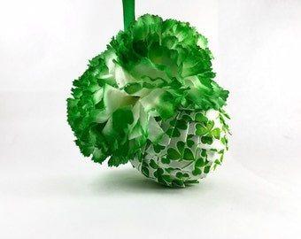 St Patricks Day Ornament, St Pattys Day Decor, Green and White Clover Leaf, Pinecone Ornament, Green Flowers, White Flowers, Quilted Decor