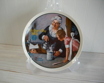 """Mothers Day 1982 Norman Rockwell """" The Cooking Lesson """" Collectors Edition Vintage Decorative Collectors Plate"""