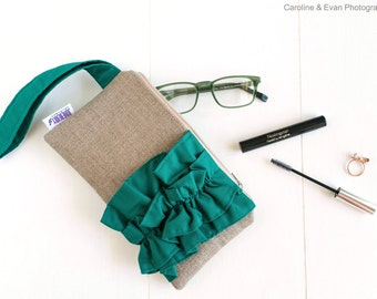 Bridesmaid Gift - Bridal Clutch Bag - Ruffle Wristlet