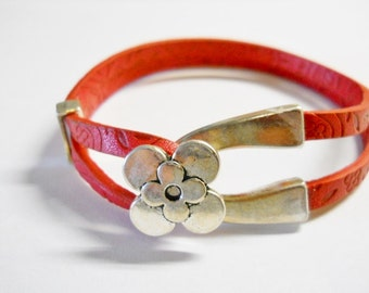 Leather, Red Leather etched, 2 double 5mm leather.  Flower clasp, Slider closure, feminine