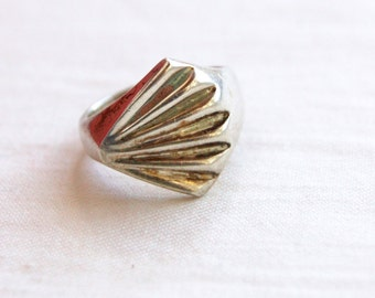 Mexican Shell Ring Size 5 .75 Vintage Sterling Silver Abstract Modernist Fan Statement Jewelry