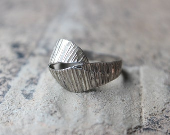 Sterling Knot RING / Vintage Hammered Silver Ring / Size 8 Ring