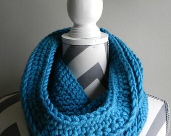 Cozy Crochet Cowl, Teal.  Wool Blend