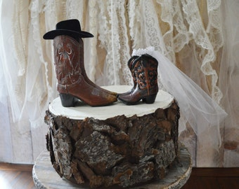His and hers western cowboy boot wedding cake topper bride and groom boots western wedding Mr & Mrs sign ivory veil cowgirl cowboy hat cake