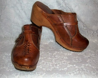 Vintage 1960s Ladies Brown Leather Platform Shoes Clogs by Fanfares Size 6 Only 10 USD
