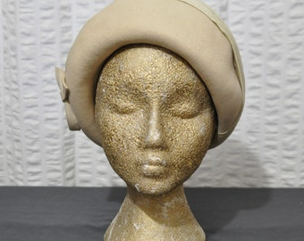 40s Vintage Beige Peaked Felt Hat with Little Bow