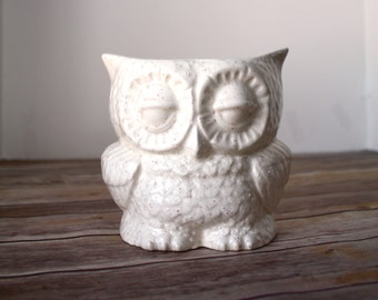 Handmade Planter - Speckled Beige Owl - Vintage Ceramics - Indoor or outdoor planter.  Vintage design owl, handmade from scratch.