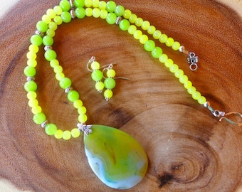 20 Inch Lime and Yellow Fire Agate Pendant Necklace with Earrings
