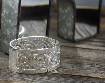 Vintage Silvertone Openwork Hinged Bracelet
