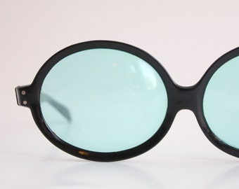 Prop Only/DAMAGED Vintage 60's Black Oversized Round Cat Eye Sunglasses - See Details