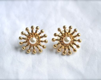 Pearl and Gold Sunbursts Pierced Earrings Vintage from the 1980s