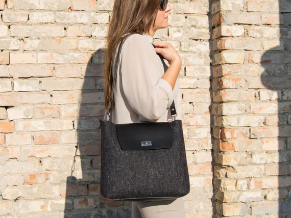 Felt and leather FLAP BAG / large shoulder bag / charcoal / black bag / crossbody bag / tote bag / felt tote / wool felt / made in Italy