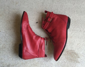 80's Retro Red Leather Buckled Lace Up Witchy Ankle Boots // Women's 6 6.5