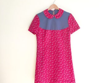 Vintage Peter Pan Collar Scooter Dress / Pink Psychedelic Rose Print Mini Shift Dress / Mod Babydoll Dress / Retro / Hot Pink & Gray 1960s