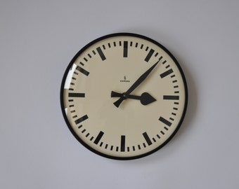 """Vintage German Industrial wall clock from Siemens. 1960s. 10.5"""" Diameter. Black Rim. Made in Germany. 0929"""