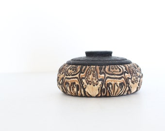 Vintage hand carved Small Wooden Box with Lid / Jewelry Box / Vintage Wood Box / Vintage Organic Box / Vintage Carved Wood Box