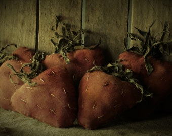 Primitive Grungy Strawberry Bowl Fillers/Tucks - Set of 5