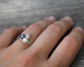 Pearl Stacking Rings. Set of 3 Sterling Silver Minimalist Rings with White Pearl, Black Pearl & Pink Pearl. Boho Modern Solitaire Pearl Ring