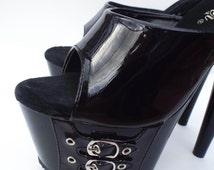 Goth Goddess Vintage 90s Faux Patent Leather Platform Heels --  Size 6.5