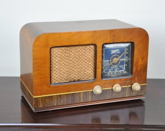 Antique 1940 Zenith AM Radio Model 5D625 Plays And Looks Great.  FREE Shipping!