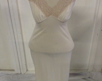 Vintage 1970'S Full Slip Lingerie Sleepwear Off White Full Slip with Lace Trim No. 34