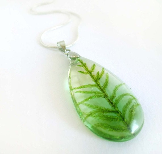 Teardrop real moss necklace pendant ecoresin green sterling silver 925 botanical resin nature inspired forest woodland