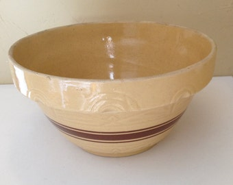 Antique large Robinson Ransbottom (RRP) Nesting Mixing  bowl-Yellow ware-Pie crust Trim- Brown #305 Band