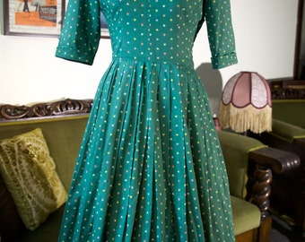 1950's green cotton dress with pleated skirt