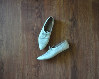 white leather oxfords / wingtip leather shoes / leather lace up flats 8