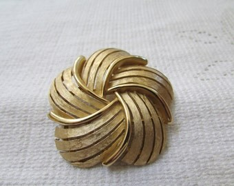 Vintage large classic  Crown Trifari  swirl brooch pin estate find