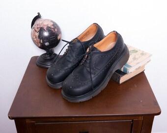 Doc Martens Shoes \\ Wingtip Shoes \\ Grunge Shoes \\ Chunky Shoes \\ 90s Shoes \\ Rockabilly Shoes \\ Platform Shoes \\ Oxford Shoes