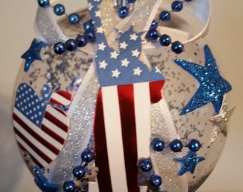 Patriotic Christmas Ornament - Statue of Liberty & Big Apple - America (USA)