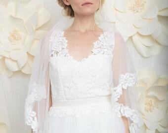 Romantic bridal veil. French lace