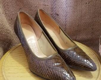 Vintage Women's Socialites, A Red Cross Shoe, Brown Snakeskin Heel - Size 6B