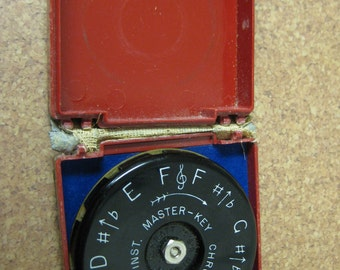 Vintage Master Key Chromatic Pitch Instrument / WM Kratt Co / 13 Keys / A-440