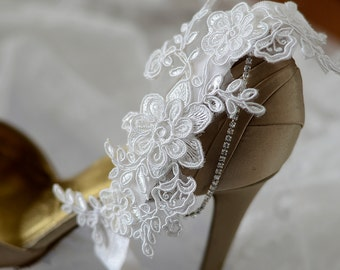 Ivory wedding garter, bridal garter, ivory lace garter, keepsake garter, toss garter, single garter with ivory satin bow and synthetic pearl