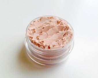 Highlight powder. 100% natural. Vegan highlighter. Natural makeup. Vegan makeup. Organic makeup.