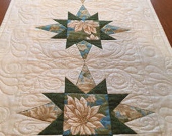 Christmas Table Runner, Quilted Table Runner, Poinsettia Quilted Table Runner
